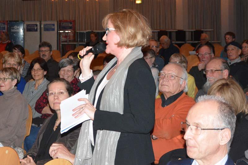Die Hertener Ortsvorsteherin Sabine Hartmann-Müller sprach mit ihrer Kritik am Verfahren vielen Bürgern aus dem Herz.