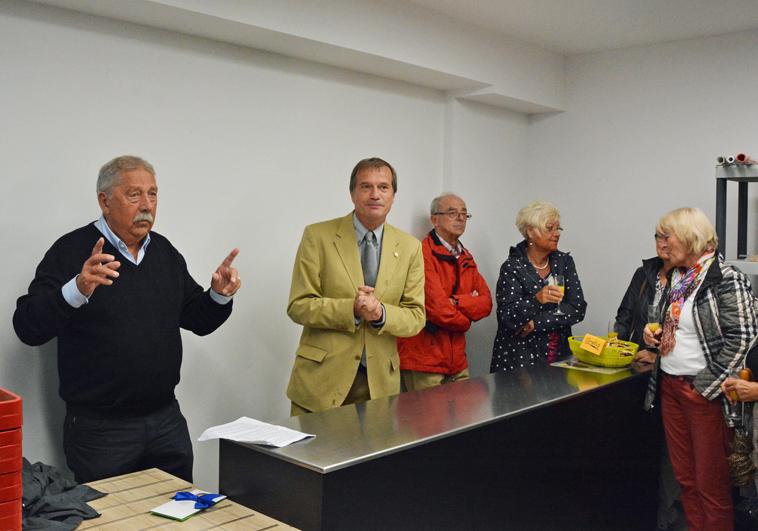 Tafel-Vorsitzender Helmut Moser und Oberbürgermeister Klaus Eberhardt begrüßten die Gäste zur Einweihung.