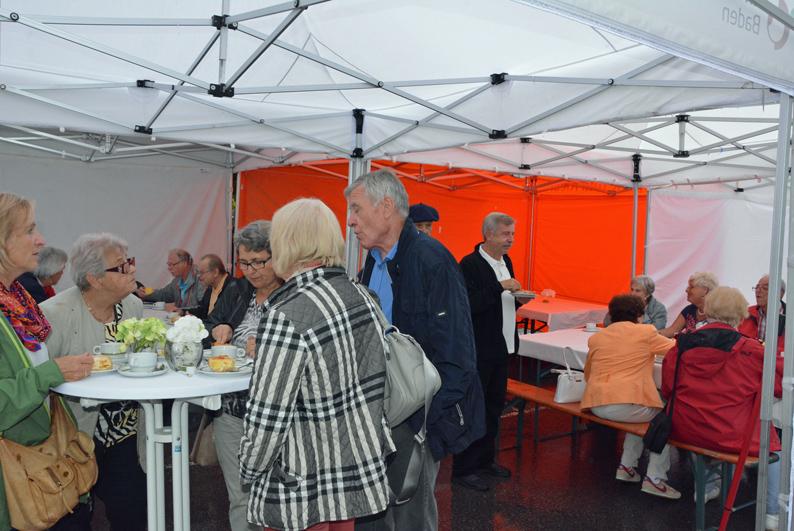 Bei Kaffee und Kuchen feierten die Gäste den gelungenen Umzug in die neuen Räume.