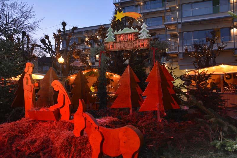 Ein Hingucker war die Weihnachtskrippe auf dem Rathausbrunnen.