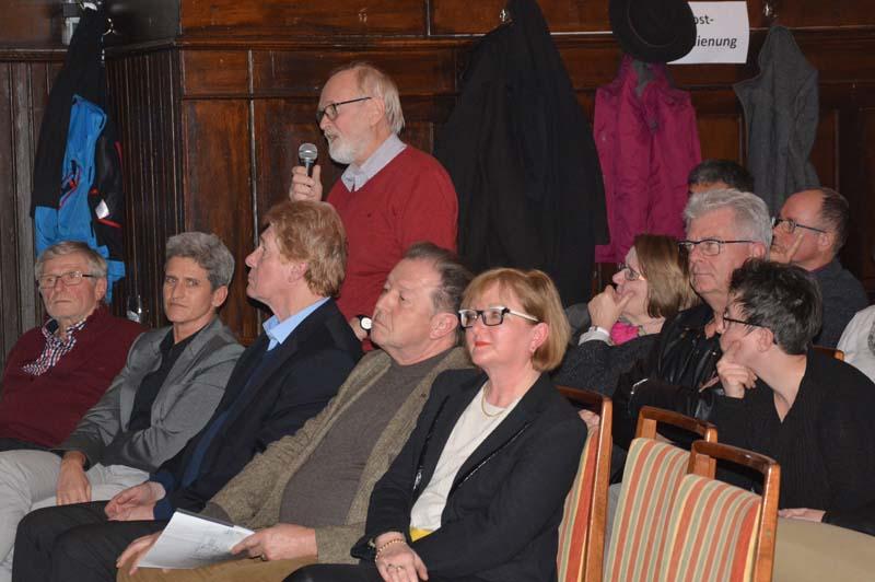 Das Publikum nutzte die Gelegenheit und richtete viele Fragen an die Bundestagsabgeordneten der CDU, SPD und FDP.