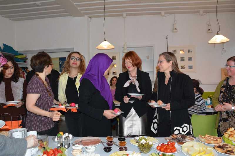 In einer lockeren und herzlichen Atmospähre kamen die Frauen beim Frauen-Kultur-Frühstück im Bürgertreff Gambrinus ins Gespräch.