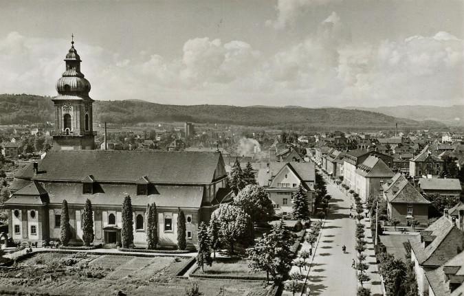Historische Aufnahme mit Blick auf die Kirche St. Josef und in die Friedrichstraße