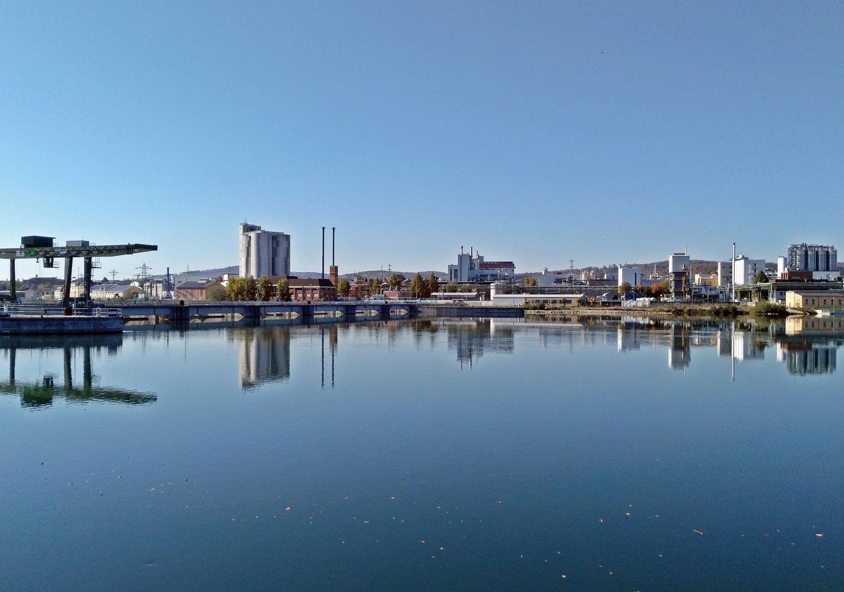 Blick auf die Industrie in Rheinfelden.