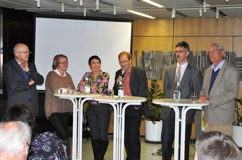 Bürgermeister Rolf Karrer, Karin Paulsen-Zenke, Elke Streit, Moderator Matthias Zeller, Dieter Meier und Prof. Rudolf Henche