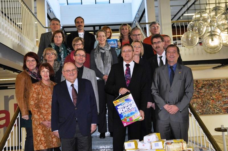 Oberbürgermeister Klaus Eberhardt (vorne rechts) und die Bündnispartner