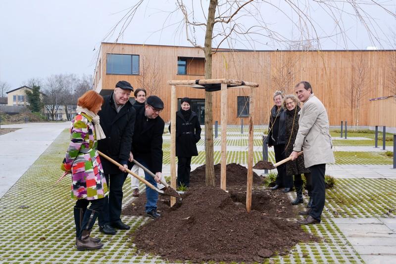 von links: Cornelia Rösner, Norbert Dietrich, Erik Fiss, Hanspeter Brugger (hinten), Andrea Bandow, Birgit Barth, Gaby Dolabdjian und OB Klaus Eberhardt