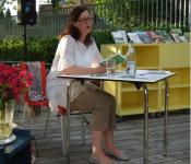 """Heike Ehrlicher hält den Vortrag """"Lese-Gärten""""."""