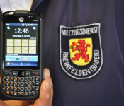 Die Arbeitsgeräte im Gemeindevollzugsdienst sind inzwischen nur noch so groß wie Handys.