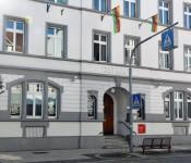 Außenfassade des Sozialen Kompetenzzentrums inklusive Bürgertreffpunkt Gambrinus.
