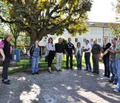 Mitarbeiter der Stadtverwaltung treffen sich für die Stadtführung.