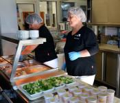 Vorbereitung der Essensausgabe