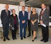 Bundestagsabgeordneter Armin Schuster (links), Bürgermeisterin Diana Stöcker, Oberbürgermeister Klaus Eberhardt, Heiko Focken, Beate Schuler und Paul Renz
