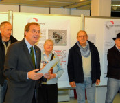 Oberbürgermeister Klaus Eberhardt erläutert die Ergebnisse des Bauforums.