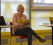 """Uticha Marmon liest aus ihrem Buch """"Mein Freund salim""""."""