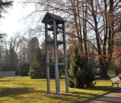 Am Volkstrauertag (13. November) findet die Gedenkfeier um 11.15 Uhr in der Aussegnungshalle auf dem Friedhof statt.