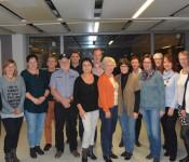 Leider konnten nicht alle 62 Blutspender an der kleinen Feierstunde im Rathaus teilnehmen. Adelbert Kanzinger (4. von links) erhielt von Bürgermeisterin Diana Stöcker (links außen) und Irene Knauber vom DRK (rechts außen) die die Ehrennadel in Gold.