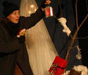 """Das Theater Patiti-Patata aus Reutlingen führt am 8. und 9. Dezember die Geschichte """"Weihnachtsmann vergiss mich nicht"""" im Saal des Jugendhauses in Rheinfelden auf."""