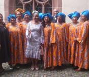 Bach meets Africa - verspricht ein stimmungsvolles Silvesterkonzert mit Irmtraud Tarr an der Orgel und dem Afrikanischen Chor Basel.