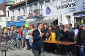 Oberbürgermeister Eberhardt eröffnet den 2. Mobilitätstag, dieses Mal in der Innenstadt.