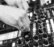 DONY WHITE und  DJ OWNZ legen am Samstag, 9. Dezember, im Jugendhaus auf.