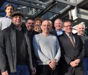 Das Energieteam der Stadt setzt sich mit Vertretern aus den verschiedenen Bereichen zusammen. Zur Gemeinschaftsleistung gratulierte Reiner Tippkötter (zweite Reihe rechts außen) der Stadt.
