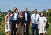 Mit Staatssekretär Steffen Bilger (3. v. r.) vor Ort (v. l.): Marion Dammann, Armin Schuster, Paul Renz, Sabine Hartmann-Müller, Klaus Eberhardt und Bärbel Schäfer.