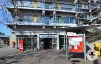 Blick aufs Rathaus mit Bürgerbüro und Stadtbibliothek (links).