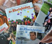 """Verschiedene Ausgaben des Kultur- und Stadtmagazins """"2x Rheinfelden""""."""