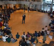 150 Schülerinnen und Schüler der 8. Klassen trafen sich zum Austausch mit den Experten aus der Verwaltung und dem Gemeinderat.