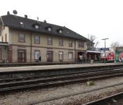 Der denkmalgeschützte Rheinfelder Bahnhof soll bald wieder in neuem Glanz erstrahlen.