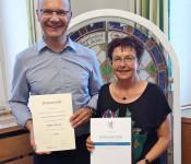Stefan Tscheulin (links) und Rita Rübsam (rechts) wurden für ihre langjährige, ehrenamtliche Tätigkeit im Ortschaftsrat Nordschwaben ausgezeichnet.