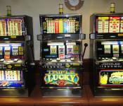 Drei Spielautomaten