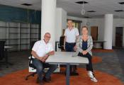 Bürgerbürochef Frank-Michael Littwin, Projektleiter Günther Weber und Bürgermeisterin Diana Stöcker (v. l.) freuen sich über die gelungenen Umbauarbeiten im Bürgerbüro.