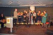 Bürgermeisterin Diana Stöcker und Kulturamtsleiter Claudius Beck dankten dem gesamten Bibliothekteam mit Blumensträußen.