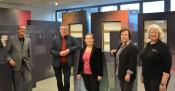 Oberbürgermeister Klaus Eberhardt, Kulturamtsleiter Claudius Beck, Bürgermeisterin Diana Stöcker, Stadtarchivarin Dr. Sabine Diezinger und Gabriele Zissel, Ressortleiterin Stadtmarketing und Tourismus, freuen sich auf die Eröffnung des Schauraums in der K