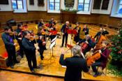 Für weihnachtliche Atmosphäre sorgt das Kammerorchester Musica Antiqua Basel am Samstag, 21. Dezember, in der Christuskirche.