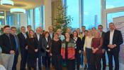 """Die Vertreter des Lokalen Bündnis Familie Rheinfelden freuen sich über den Erfolg der Aktion """"Rheinfelder Sterntaler"""": 564 Wünsche von Kindern, Jugendlichen und Senioren konnten erfüllt werden."""