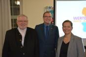 Gastredner Anselm Bilgri, Oberbürgermeister Klaus Eberhardt und Bürgermeisterin Diana Stöcker freuten sich über das große Interesse am Werte-Jahr 2020.
