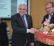 Roland Hecker von der von der LBBW Immobilien Kommunalentwicklung (KE) wird von der Verwaltungsspitze in den Ruhestand verabschiedet.