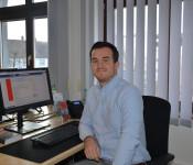 Lars Lucas an seinem Schreibtisch.