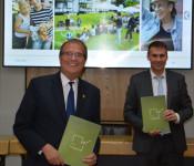 Aufsichtsratsvorsitzender der Wohnbau, Oberbürgermeister Klaus Eberhardt, und Geschäftsführer Markus Schwamm freuen sich über die guten Zahlen.