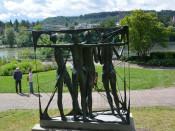 Frauen im Netz| Skulptur Leonhard Eder (Geschenk an die Stadt)