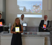 Stellvertretend für alle Schulen übergab Oberbürgermeister Klaus Eberhardt am Dienstagvormittag rund 30 neue iPads an die Goetheschule. Strahlende Gesichter über die schnelle und unbürokratische Umsetzung bei allen Beteiligten: Vanessa Hünerli (Stadtverwa