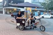 Das Team der mobilen Jugendarbeit ist in der Stadt unterwegs.