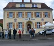Das alte Nollinger Rathaus erstrahlt in neuem Glanz.