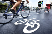 Bike lane, Foto: Mikael Damkier (Adobe Stock)