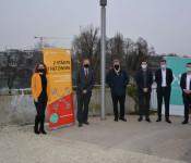 Die beiden Stadtoberhäupter, Franco Mazzi und Klaus Eberhardt, freuen sich mit Vertretern von Crossiety und der verwaltungsinternen Projektteams über den gelungenen Start der gemeinsamen Kommunikationsplattform.