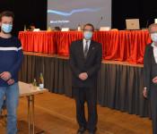 Oberbürgermeister Klaus Eberhardt verabschiedet die beiden Stadträte Pasqual Karasch und Alfred Winkler.
