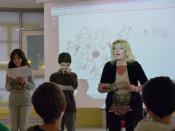 Die Autorin ließ auch die Schüler mitmachen.